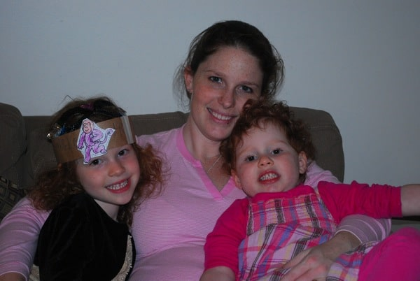 Snuggles with the sicky and sister | Mommy and Me Monday (The 86th ed).