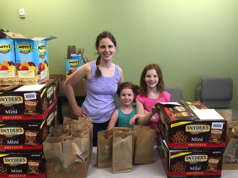 Giving Back | Mommy and Me Monday | 283rd ed