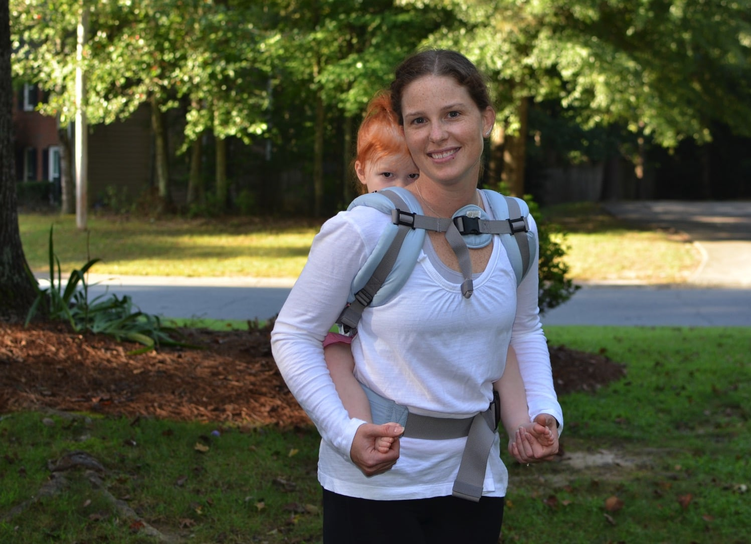 lillebaby complete organic Back carry from front