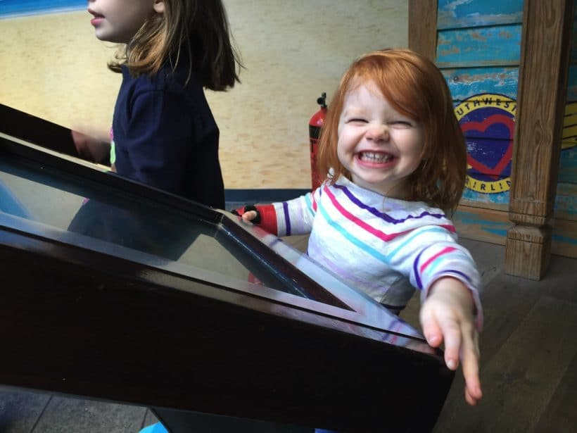5+ Affordable Ways To Entertain Your Toddler During Your Visit to the Aquarium + VIDEO