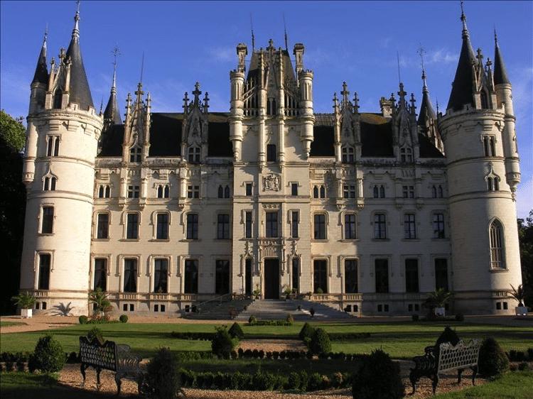 Challain-la-Potherie France Castle Rental