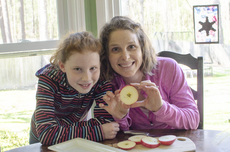 Chocolate Hummus Apple Ring Snack | Mommy and Me Monday | 476th ed