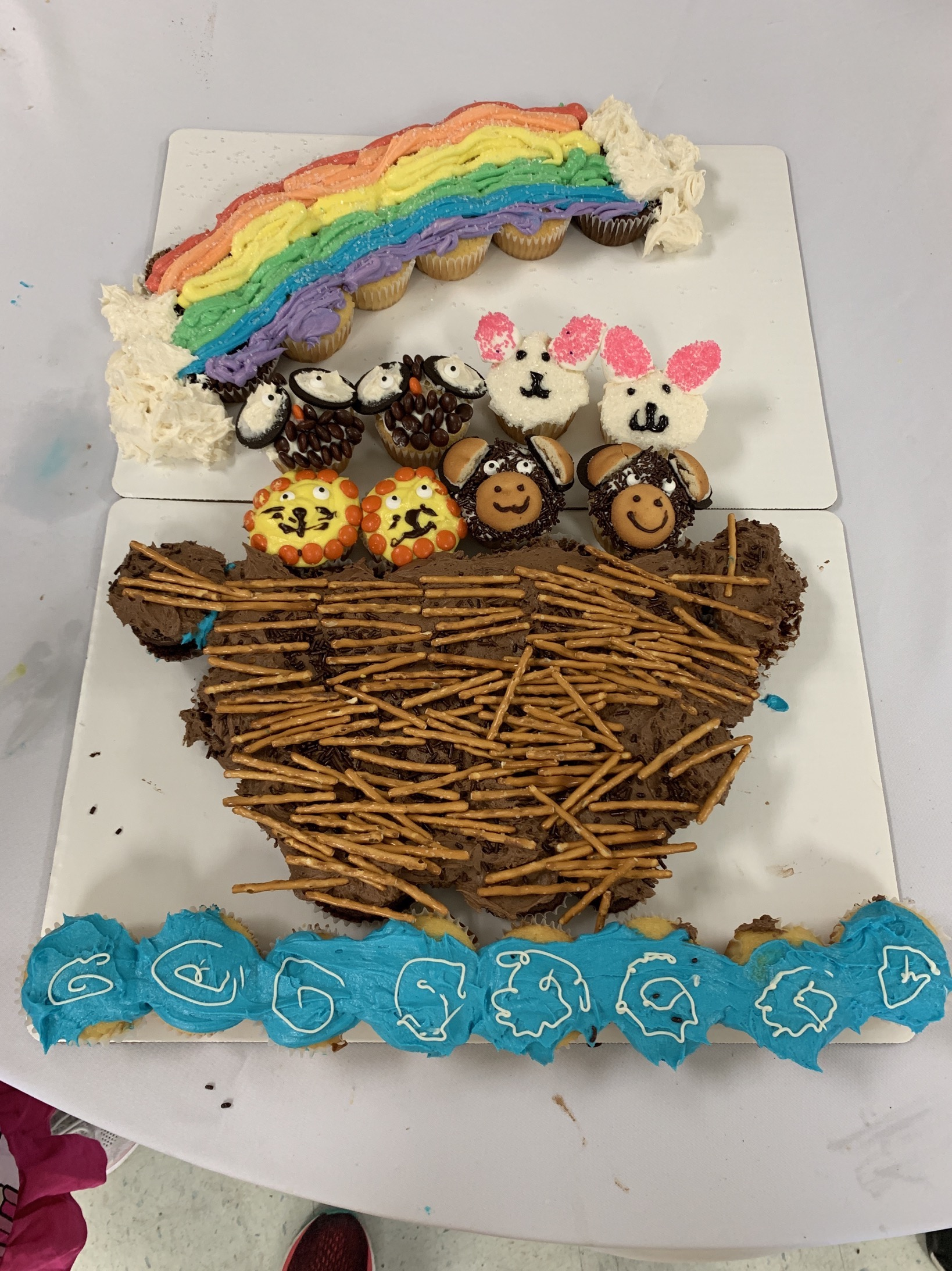 Mommy and Me Monday Noah's Ark Cupcake Cake