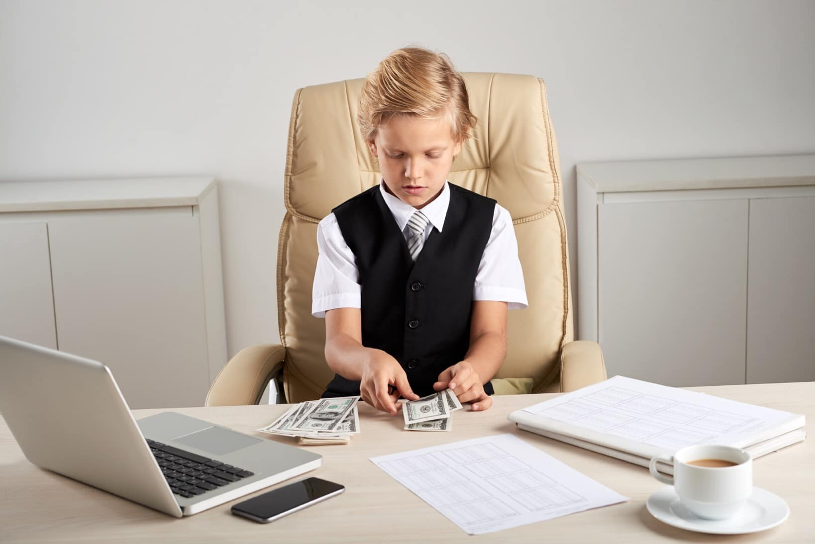 kid playing with cash and learning about budgeting