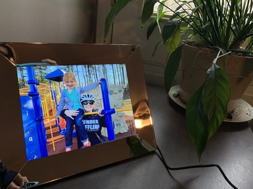 Nixplay digital picture frame mommy and me monday gift idea