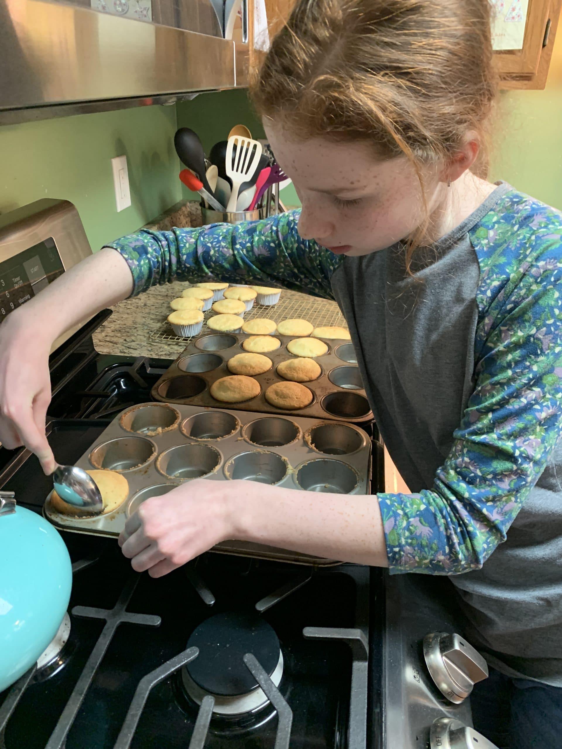 N baking cupcakes